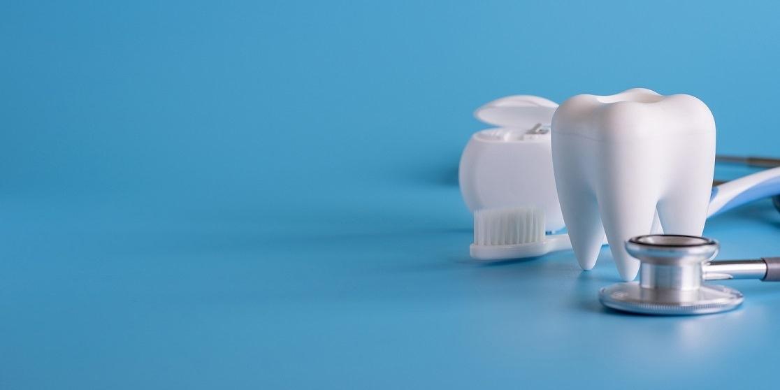 implanty i korony zębowe